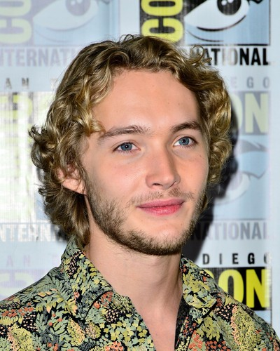 Toby Regbo 壁纸 containing a portrait entitled Comic-Con - July 23rd