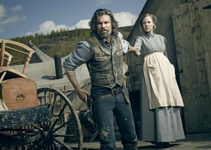 Cullen Bohannon (Anson Mount) and Naomi Hatch (MacKenzie Porter)