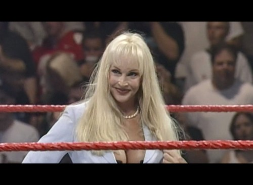 Frühere WWE-Diva… Debra Hintergrund probably with a portrait entitled Debra - Monday Night War Documentary
