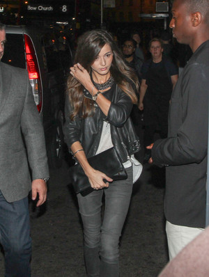 Eleanor leaving Niall's 21st birthday party (06/05/2014)