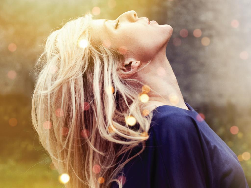 Фото блондинок на аву боком