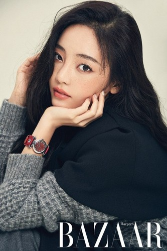 KARA Обои containing a well dressed person and a portrait called Hara 'Harper's Bazaar'