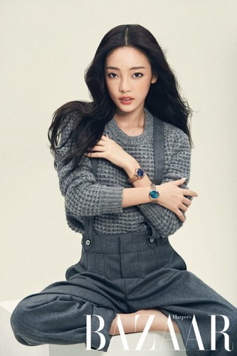 KARA 바탕화면 containing a well dressed person called Hara 'Harper's Bazaar'
