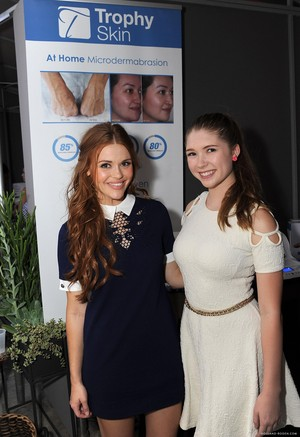 Holland at the Splash Media Event سے طرف کی Live Love Spa