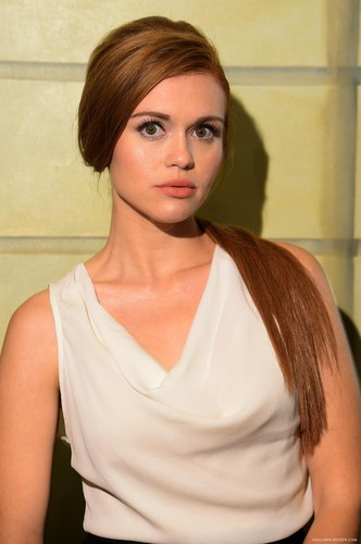 Holland Roden দেওয়ালপত্র containing a portrait titled Holland attending various shows at New York Fashion Week