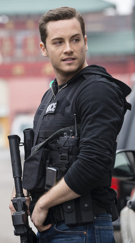 TV Male Characters wallpaper containing a green beret, a rifleman, and a navy seal entitled Jay Halstead (Chicago P.D.)