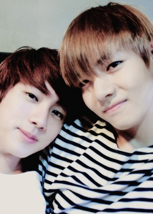 Jin and v hottie❤❥
