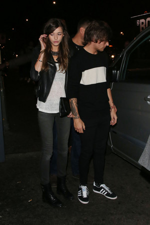 Louis with Eleanor leaving Niall's 21st birthday party (06/05/2014)
