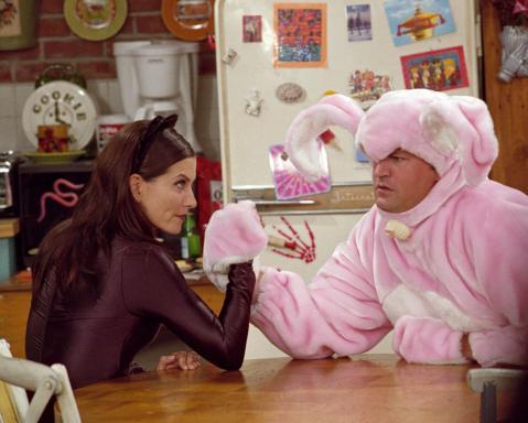 텔레비전 커플 바탕화면 titled Monica and Chandler