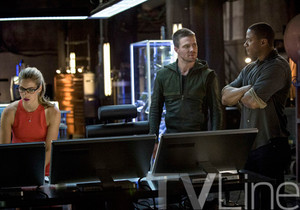 New afbeeldingen From Season Three Of ARROW