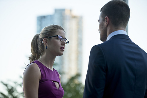 Stephen Amell & Emily Bett Rickards fondo de pantalla containing a business suit titled New fotos from the arrow Season 3 premiere