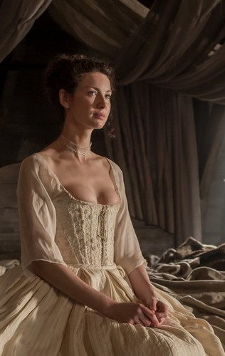 outlander serie de televisión 2014 fondo de pantalla with a vestido entitled Outlander - 1x07 - The Wedding