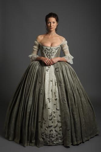 outlander serie de televisión 2014 fondo de pantalla containing a hoopskirt entitled Outlander - 1x07 - The Wedding