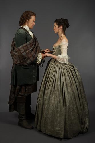 outlander serie de televisión 2014 fondo de pantalla possibly with a polonesa and a hoopskirt called Outlander - 1x07 - The Wedding