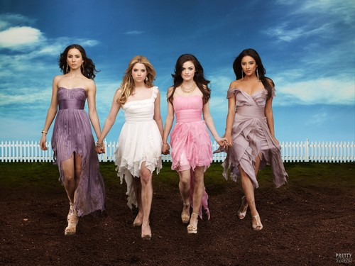 Pretty Little Liars la serie tv wallpaper probably containing a cena dress and a cocktail dress entitled Pretty little liars