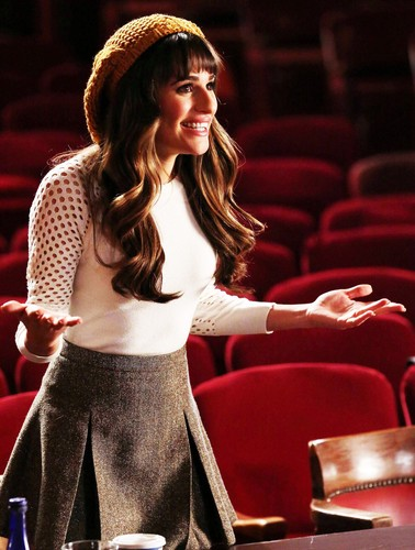 Rachel Berry wallpaper possibly containing a birreria, brasserie and a theater called Rachel Berry Season 5