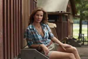 Rachel Griffiths as Mackenzie 'Mack' Granger