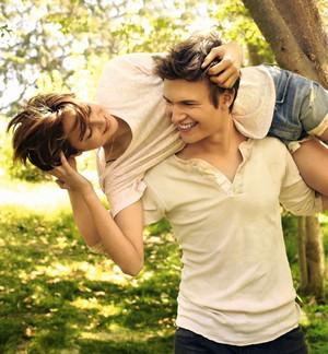 Shailene and Ansel's TFIOS photoshoot for EW