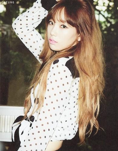 Kim Taeyeon karatasi la kupamba ukuta probably with a portrait called TTS 'Holler' Album Photobook Scans (Taeyeon)