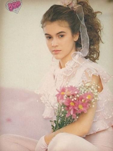 アリッサ・ミラノ 壁紙 with a bridesmaid titled Teen Pinup