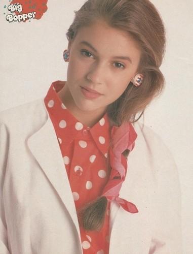 Alyssa Milano wallpaper called Teen Pinup