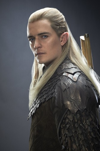 द हॉबिट वॉलपेपर probably containing a surcoat, सुरकोट and a टैबर्ड called The Hobbit : The Desolation of Smaug HQ portraits