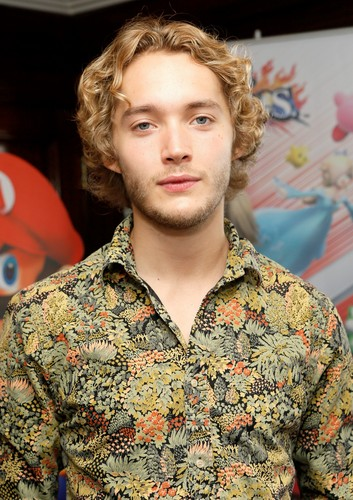 Toby Regbo wallpaper probably with a green beret, affatica, fatiche, tenuta da combattimento, and vestito da battaglia entitled Toby // SDCC '14