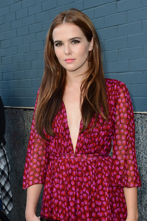 Zoey Deutch - Diane Von Furstenberg fashion প্রদর্শনী