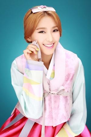 SISTAR give their early Chuseok greetings in beautiful hanbok
