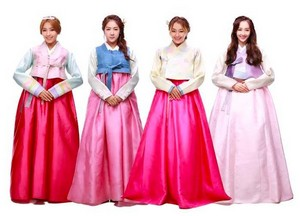 SISTAR give their early Chuseok greetings in beautiful hanbok