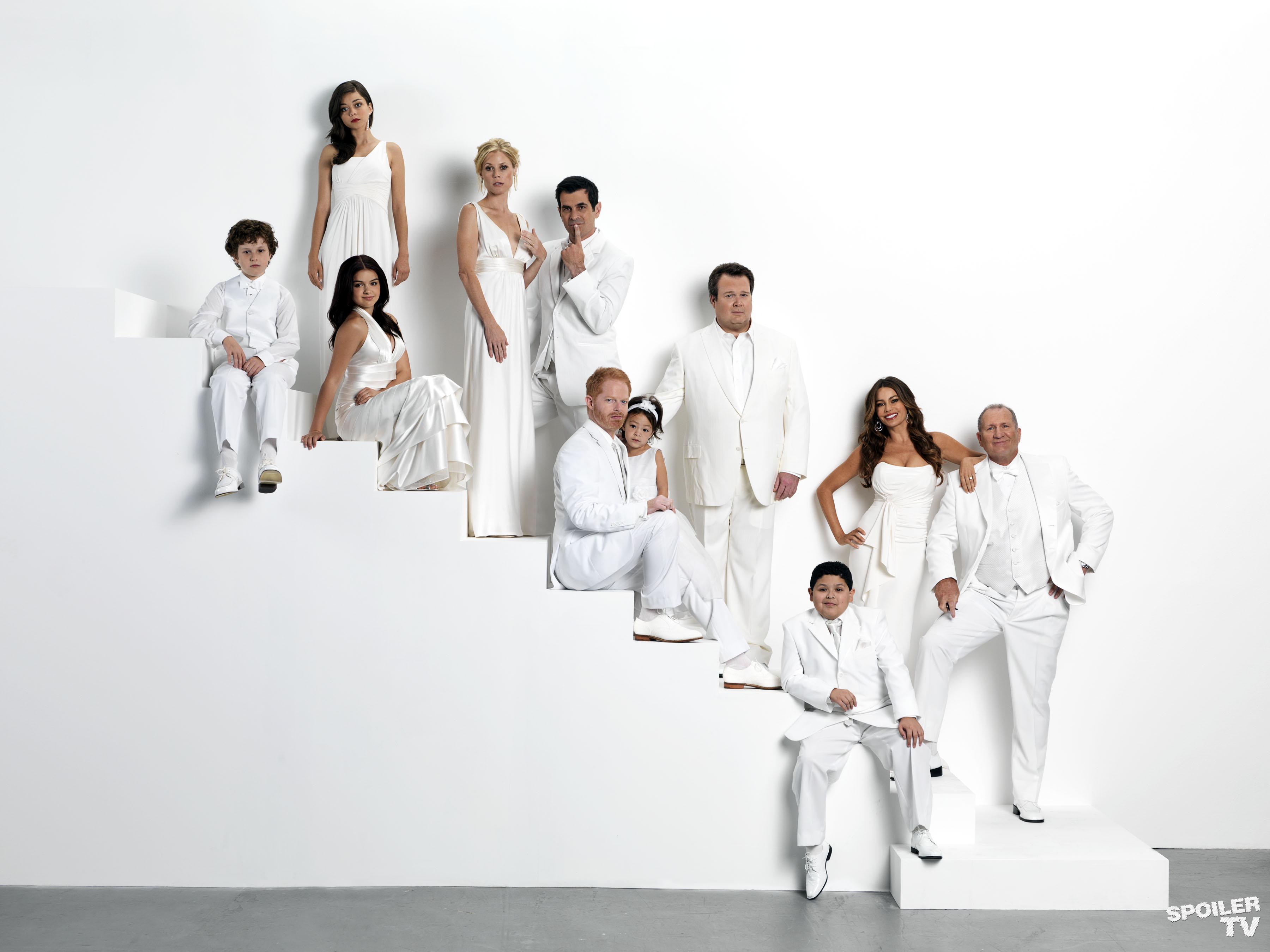 modern family images season 3 cast2 wallpaper photos 37540917