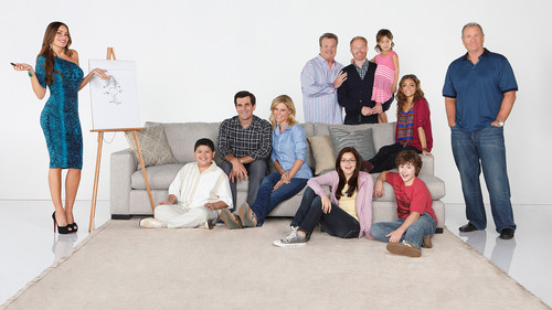Modern family images season 4 cast4 hd wallpaper and for Modern family wallpaper