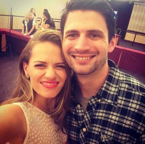 One cây đồi núi, đồi núi, hill hình nền probably with a portrait entitled Bethany Joy Lenz and James Lafferty in Paris.