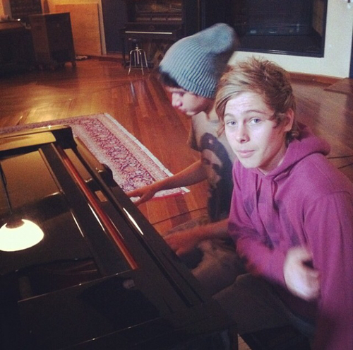 luke hemmings wallpaper probably containing a pianist entitled Fetus Cake