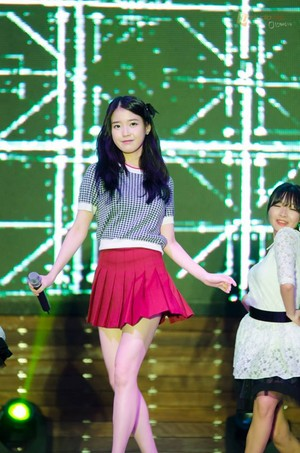 140927 IU performance at Misari 7080 concert