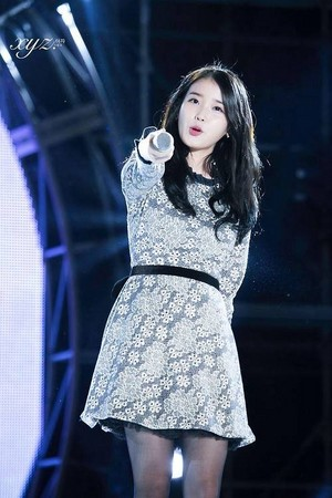 141014 IU performing at the Yeosu Muzik Festival
