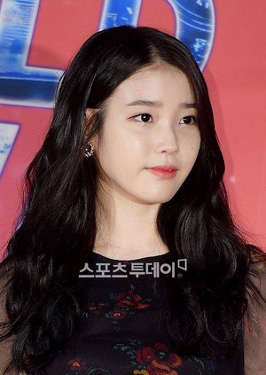 141019 IU at Changwon Kpop Festival - Red Carpet