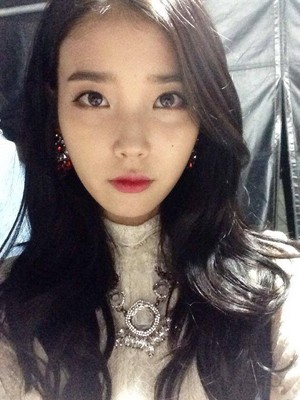 141021 iu publicado these selcas on her Official fan Cafe