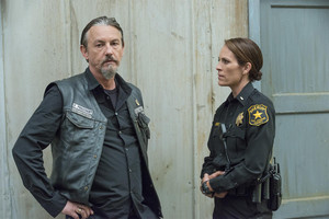 7x05 - Some Strange Eruption - Chibs and Jarry