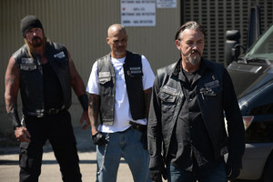 7x05 - Some Strange Eruption - Quinn, Happy and Chibs