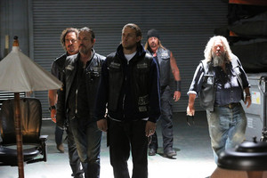 7x06 - Smoke 'em If आप Got 'em - Tig, Chibs, Jax, Quinn and Bobby