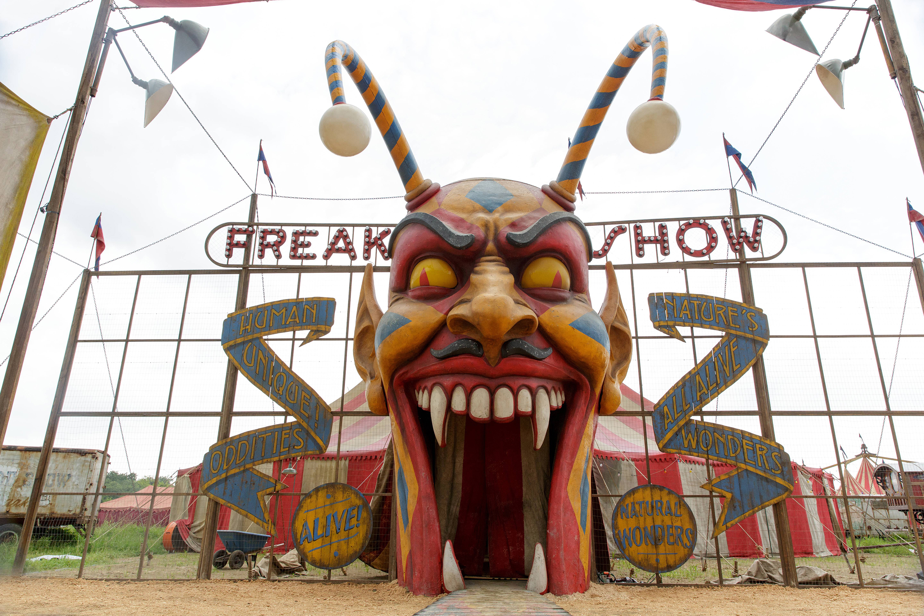 AHS Freak Show 4x01 promotional picture