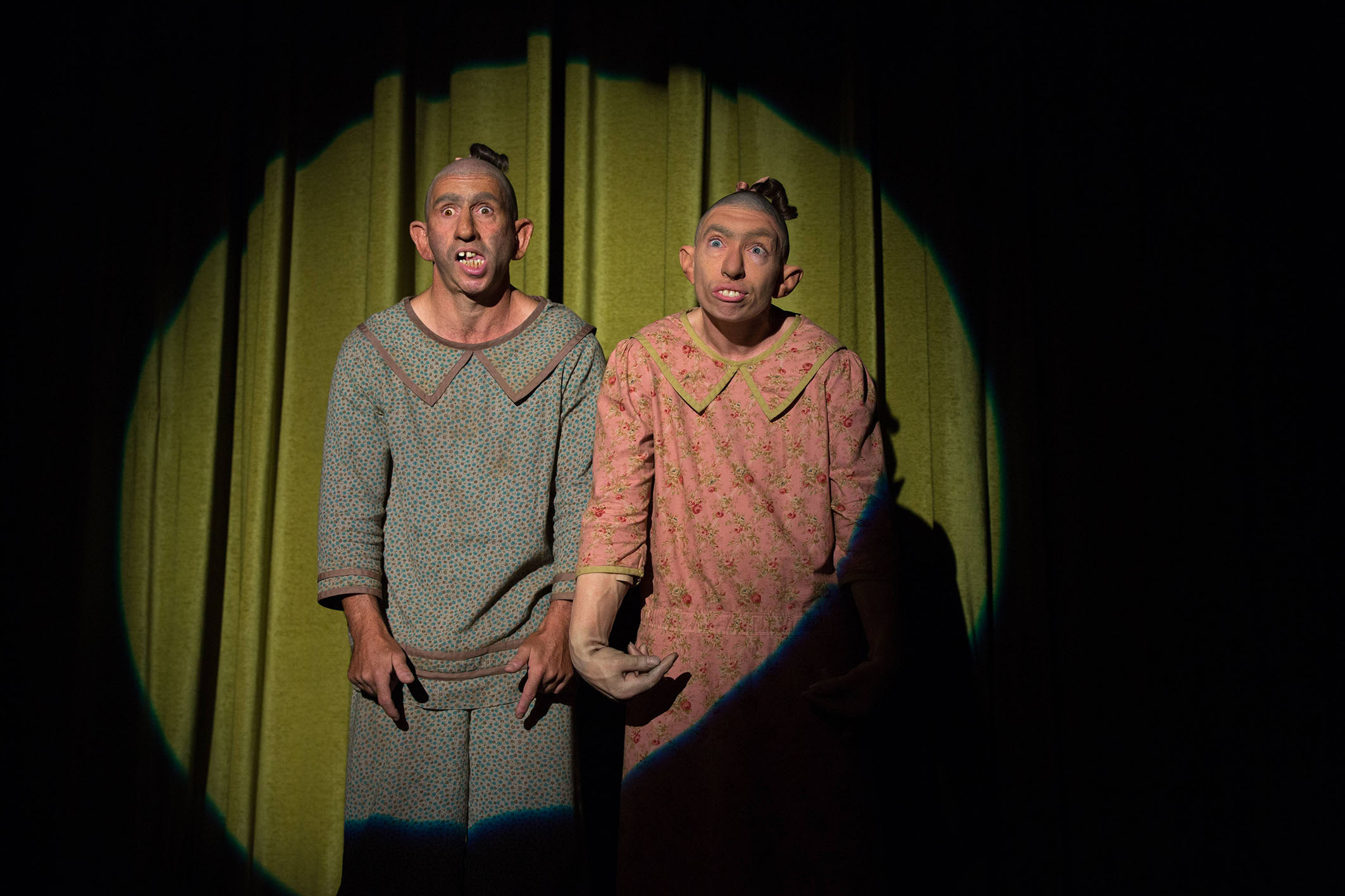 """AHS Freak Show """"Monsters Among Us"""" (4x01) promotional picture"""