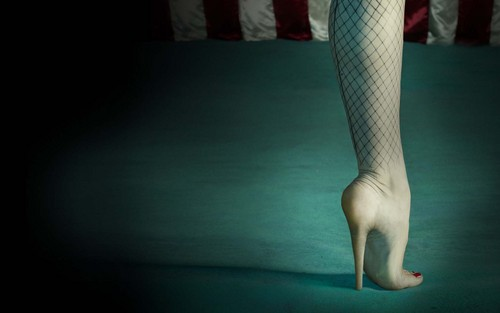 Aмериканская история ужасов Обои probably with tights, a stocking, and support hose called American Horror Story: Freak Показать