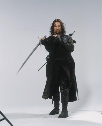 el señor de los anillos fondo de pantalla possibly with a sobreveste, sobretodo, cota de titled Aragorn lotr
