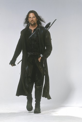 반지의 제왕 바탕화면 with a coat, an overgarment, and a box 코트 titled Aragorn lotr