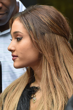 Ariana Grande outside the Londra Studios