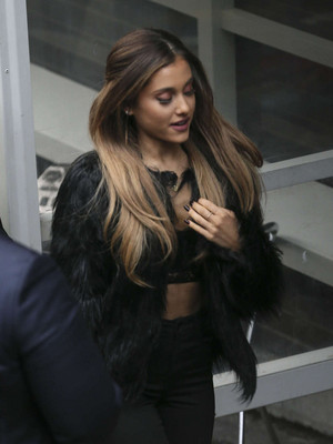 Ariana Grande outside the Londres Studios