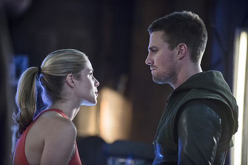 "Stephen Amell & Emily Bett Rickards wallpaper called Arrow 3.2 ""Sara"" Official anteprima immagini"