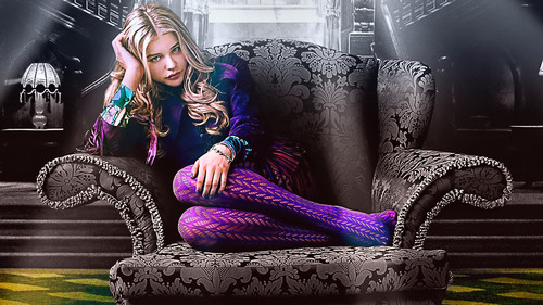 Chloe Moretz wallpaper containing a fontana called Chloe Moretz wallpaper